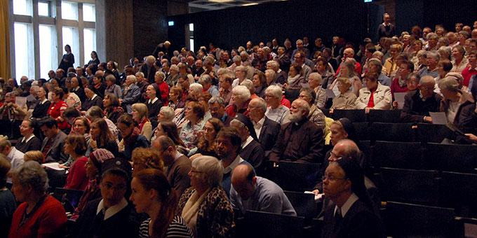 Plenum des Oktobertreffens in der Aula der Dreifaltigkeitskirche (Foto: Brehm)