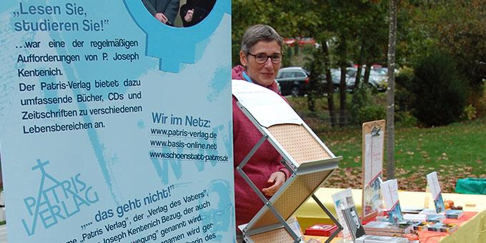 Schönstatt-Meile: Infostand des Patris Verlages (Foto: Brehm)