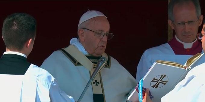"""""""Zur Ehre der Dreifaltigkeit ... erklären und definieren wir Katharina als Heilige der katholischen Kirche."""" Ein schlichtes, kurzes Gebet des Papstes war der entscheidende Akt der Heiligsprechung von Katharina Kasper. (Foto: Foto: Bildschirmfoto Vatican News TV)"""