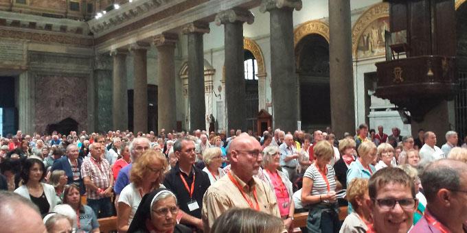 In der Kirche Maria in Trastevere begann für die Pilger aus dem Bistum Limburg das offizielle gemeinsame Rom-Programm mit einer feierlichen Vesper. (Foto: Busse)