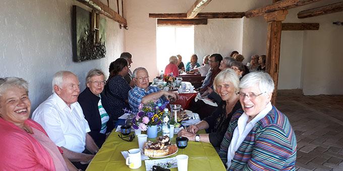 Mahlzeit in der umgebauten ehemaligen Scheune des Engling-Hauses (Foto: Löhr