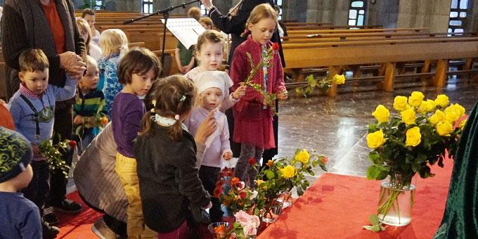 Rosen für die Gottesmutter (Foto: Carten)