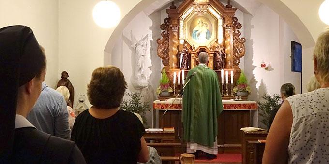 Ein feierlicher Gottesdienst (Foto: Brück)