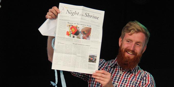 """Johannse Höfle, auf dem Foto bei der Präsentation der NdH-Zeitung """"Night of the Shrine"""", gibt die Verantwortung des Kernteamsprechers weiter an Benedikt Herkommer  (Foto: NdH)"""