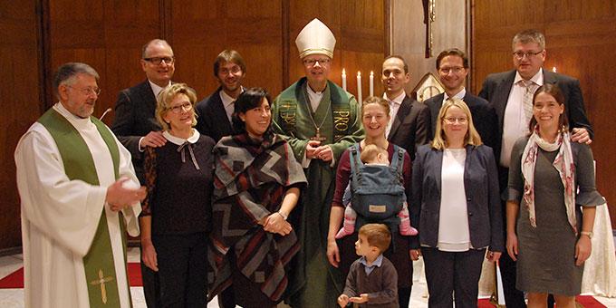 Fünf Ehepaare erhielten von Bischof Dr. Sephan Ackermann das Zertifikat als Ehe- und Familientrainer (Foto: Brehm)