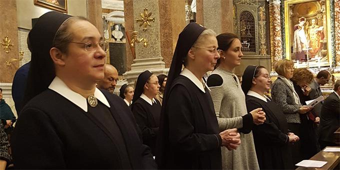 Unter den mitfeiernden waren einige Schönstätter Marienschwestern (Foto: Walter)