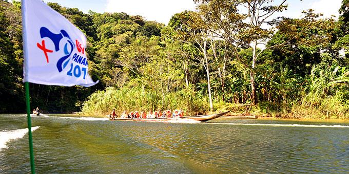 Mit dem Boot unterwegs auf dem Gatun-Stausee, der den Panamakanal mit Wasser versorgt (Foto: Ula Cyganik)