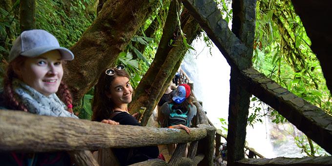 """Ausflug zum """"Costa Rica La Paz Wasserfallgarten"""" mit Besuch der einheimischen Dschungelbewohner: Kolibris, Schmetterlinge, Schlangen, Affen, Jaguar, Pumas, Tukan (Foto: Ula Cyganik)"""