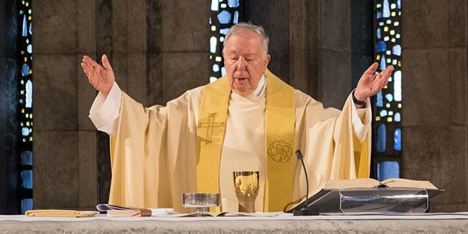 Pater Dr. Lothar Penners beim Verabschiedungsgottesdienst in der Krönungskirche des Schönstatt-Zentrums Liebfrauenhöhe, Rottenburg (Foto: Hilser)