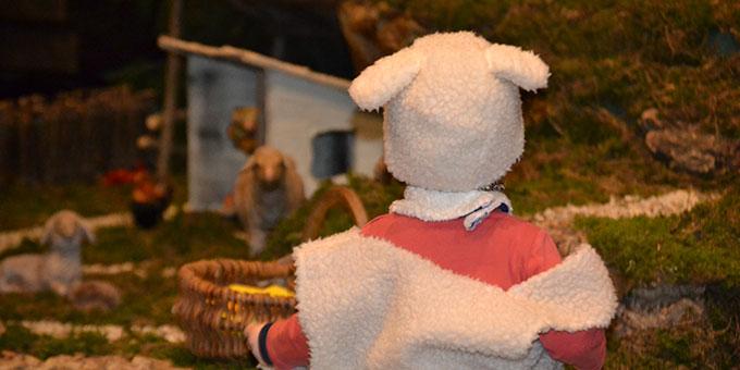 """Kinder gestalten die """"10 Minuten an der Krippe"""" im Schönstattzentrum Borken mit (Foto: Huvers)"""