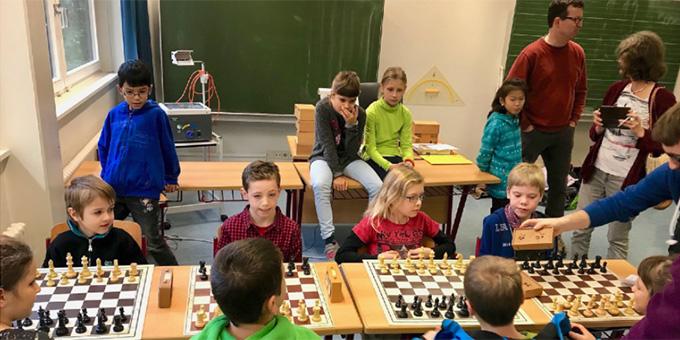 Die Mannschaft der Josef-Kentenich-Schule Kempten erreichte bei den Schwäbischen Schulschach-Mannschafts-Meisterschaften den zweiten Platz  (Foto: JKS Kempten)