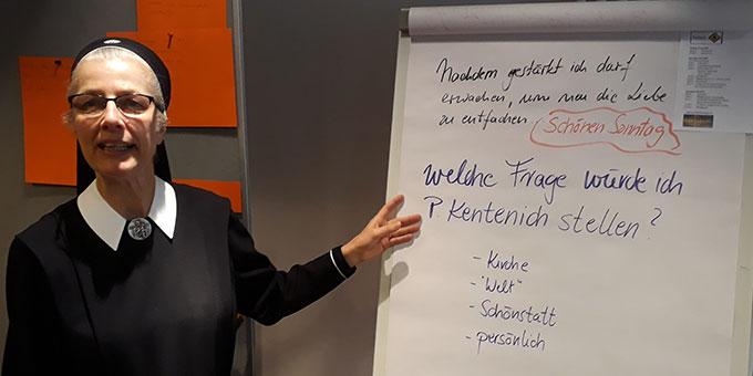 Sr. Vernita fordert zu Fragen auf (Foto Wolfgang Fella)