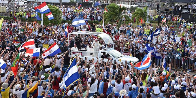 Der Heilige Vater wird bei seiner Ankunft auf dem Weltjugendtag in Panama herzlich empfangen (Foto: Cyganik)