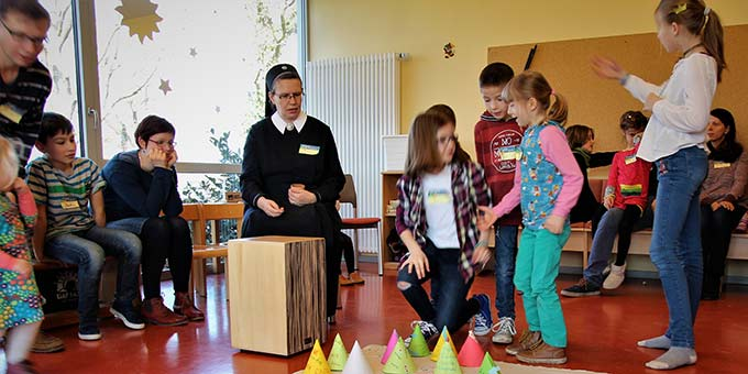 Programm mit den Kindern (Foto: Horwath)
