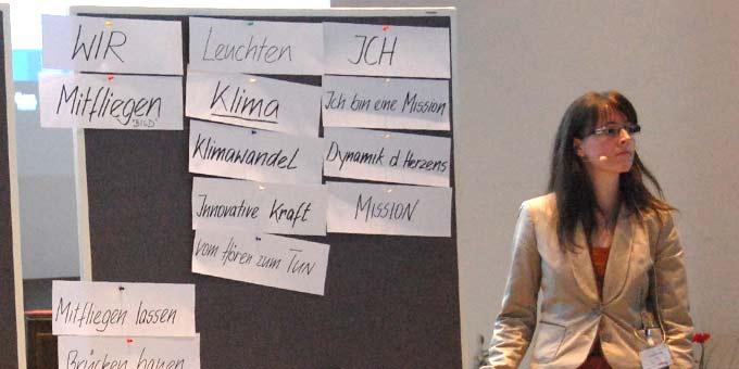 Kategorisierung und Konzentration der Werteworte für die kommende Jahresarbeit (Foto: Brehm)