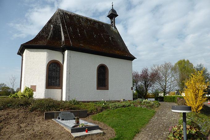 """Die Grabstätte von Fritz Esser befindet sich am """"Schönstatt-Heiligtum der Werktagsheiligkeit"""" in Rodgau-Weiskirchen (Foto: Anne Etz)"""