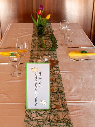 Tischgestaltung (Foto: Burkhart)