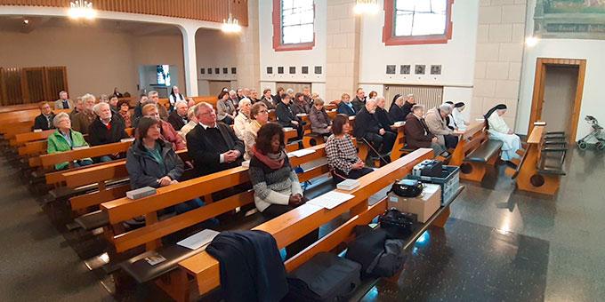 Teilnehmer aus der Schönstattfamilie des Bistums Essen beim Gottesdienst im Vincenz-Haus in Oberhausen (Foto: Michael Schulte)