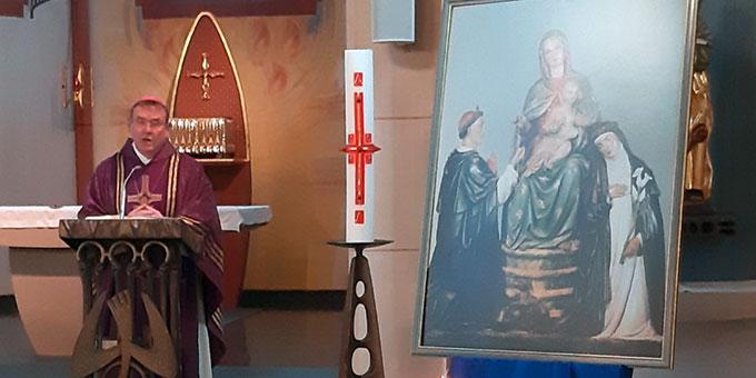 Weihbischof Ludger Schepers bei der Predigt anlässlich des Gedenkens an die Marienweihe Josef Kentenichs vor 125 Jahren im Waisenhaus in Oberhausen (Foto: Michael Schulte)