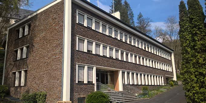 """In der Erdgeschossetage (rechts vom Treppenaufgang) von """"Haus Regina unten"""" werden die zentralen Büros der Schönstatt-Bewegung Deutschland ihr neues Zuhause finden (Foto: Brehm)"""