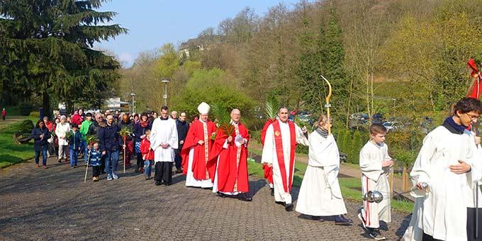 Palmsonntagsprozession mit Bischof Georg Bätzing, Limburg, zur Pilgerkirche in Schönstatt, Vallendar (Foto: Pilgerzentrale)