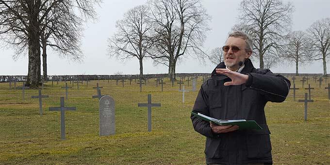 """Deutscher Soldatenfriedhof in Brieulles sur Meuse, Markus M. Amrein erzählt vom Leben Josef's im """"Kriegsalltag"""" (Foto: PrPH)"""
