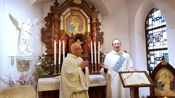 Heilige Messe im Heiligtum der Einheit in Cambrai mit P. Jean Marie Moura und Diakon Ulrich Nikolayczik (Foto: PrPH)