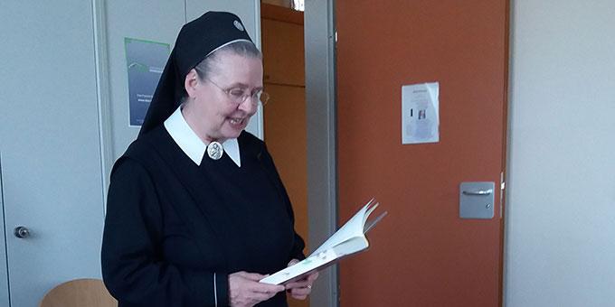 Autorenlesung: Sr. Dr. Doria Schlickmann (Foto: Kiess)