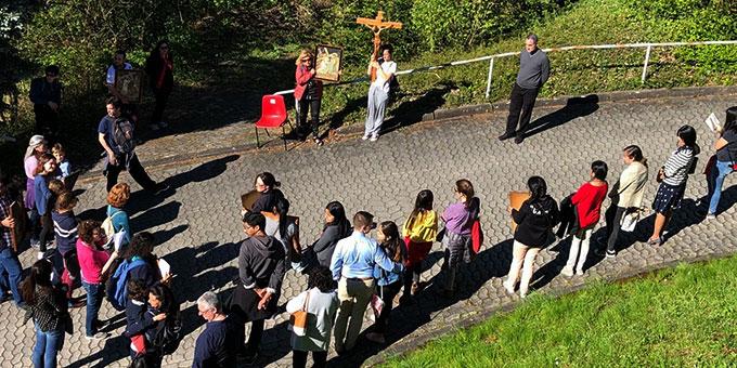 Versammlung zur Liturgie (Foto: Contini)