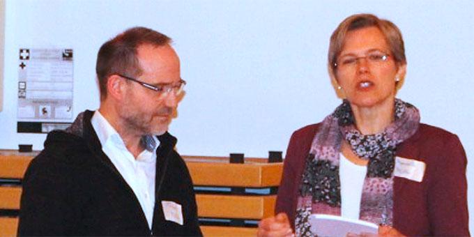 Die Referenten Manuela und Peter Miller bei ihrem Impulsreferat (Foto: Klausmann)