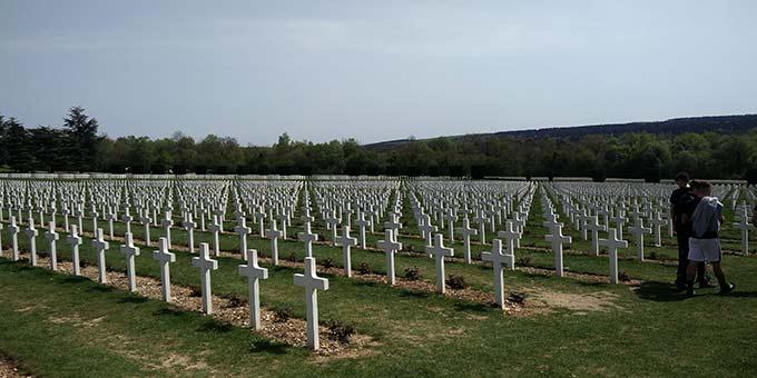 Die endlose Zahl der Kriegsopfer wird anschaulich (Foto: David Faust)