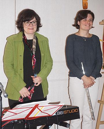 Langer Applaus für zwei inspirierende Künstlerinnen: Gertraud Wackerbauer und Susanne Neufang (Foto: Wolfgang Fella)