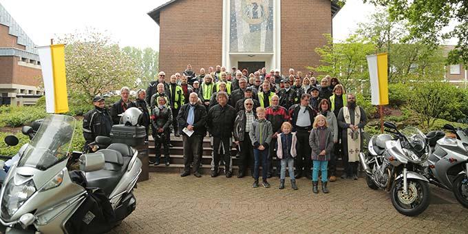 Eine große Zahl Biker ist zur Motorradsegnung nach Borken gekommen (Foto: Ouss Fotograf)