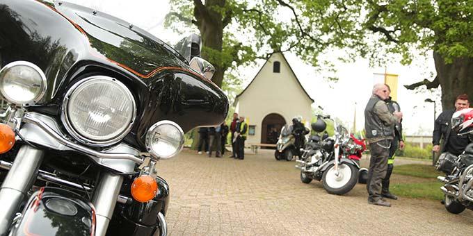 Motorradsegnung am Schönstatt-Heiligtum in Borken (Foto: Ouss Fotograf)