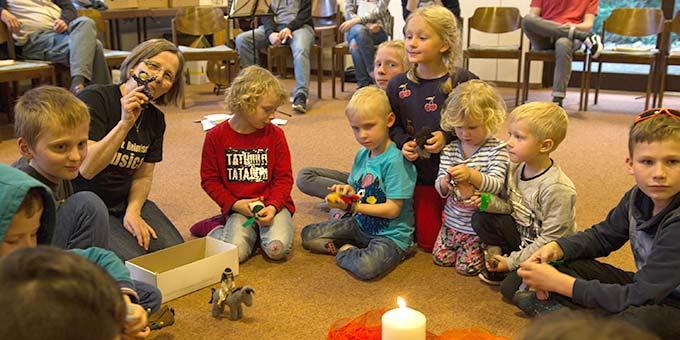Morgengebet mit Geschichten für die Kleinen (Foto: J. Müller)