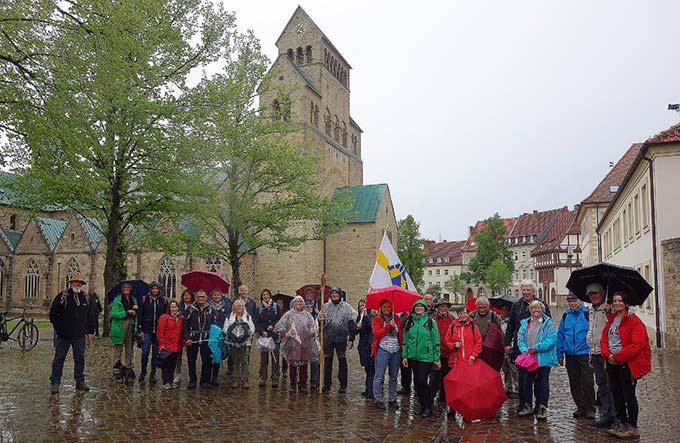 Die Schönstatt-Pilgergruppe am Ziel ihres Pilgerweges am Hildesheimer Dom (Foto: privat)