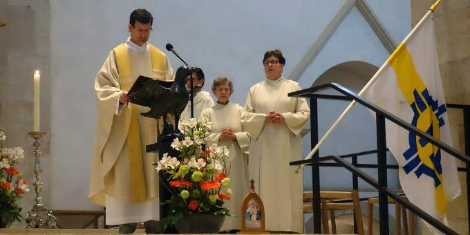 Pater Lothar Herter beim Gottesdienst im Hildesheimer Dom (Foto: Lohaus)