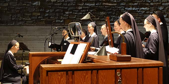 Das Vocalensemble der Schönstätter Marienschwestern unter der Leitung von Schwester M. Tabea Platzer garantierte die musikalische Gestaltung (Foto: Sr. M. Maritta Zell)