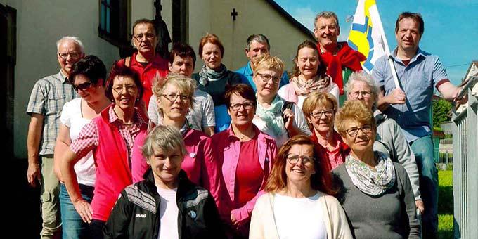 Pilger aus Assamstadt auf dem Weg zum Schönstatt-Heiligtum in Höpfingen-Waldstetten (Foto: Scherer)