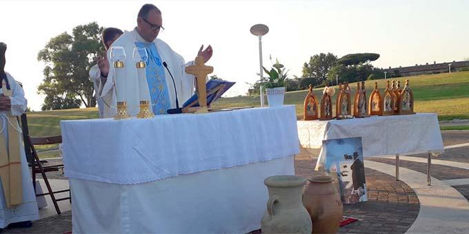 Rektor Marcelo Cervi beim Bündnisgottesdienst vor dem Schönstatt-Heiligtum MATRI ECCLESIAE, Belmonte, Rom (Foto: privat)