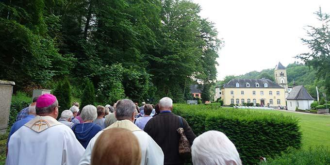 Auf dem Pilgerweg zum Urheiligtum, der Gnadenstätte der Dreimal wunderbaren Mutter, Königin und Siegerin von Schönstatt (Foto: Pilgerzentrale)