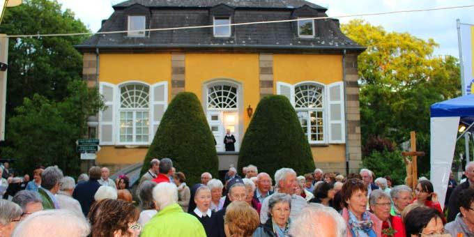 Der Maiabschluss wurde mit über 400 Teilnehmerinnen und Teilnehmern gefeiert (Foto: H. G.- Schmitz)