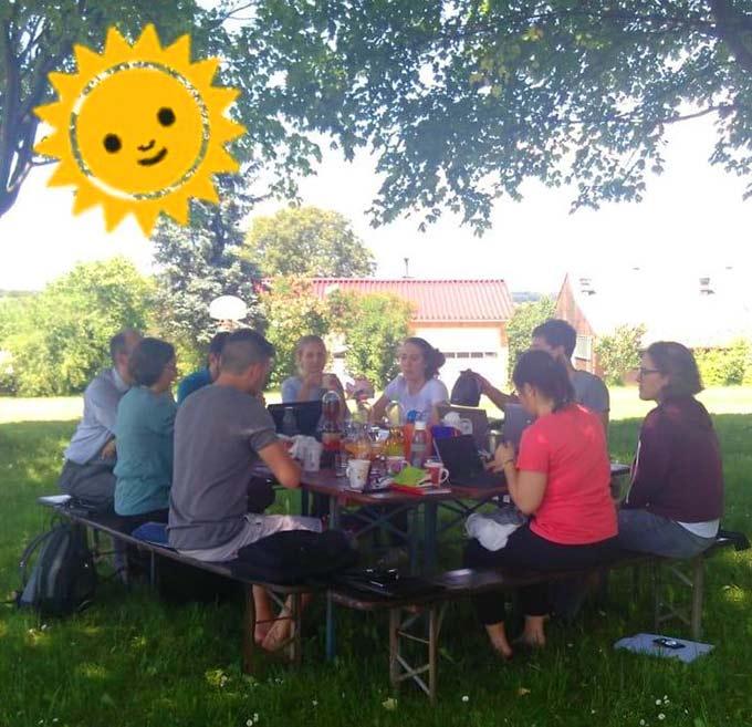 Ein Tag Planungstreffen im Freien (Foto: Benedikt Kramer)