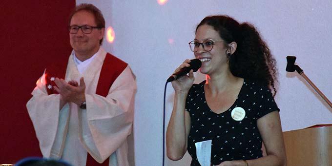Susanne Scherer führte souverän und mit Charme durch den FIRE-Abend  (Foto: Phillipp Scherer)