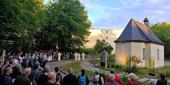 Feier am Schönstatt-Heiligtum in München Solln (Foto: Johannes Oelighoff)
