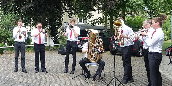 Platzkonzert nach dem Gottesdienst von den Pfaffendorfer Turmbläsern (Foto: Pilgerzentrale)