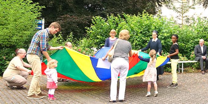 Kleine Kirmessfeier: Spiele auf dem Kirchplatz (Foto: Pilgerzentrale)