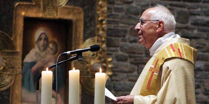 Pater Theo Breitinger, Provinzial der Sion-Provinz der Schönstatt-Patres bittet den Bischof um die Priesterweihe seines Mitbruders  (Foto: Grabowska)
