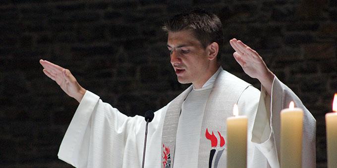 Segen des Neupriesters zum Abschluss des Weihegottesdienstes (Foto: Grabowska)