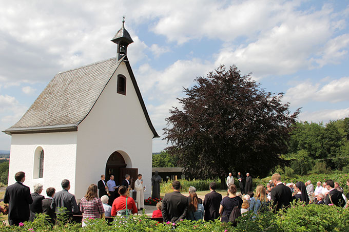 Das frohe Fest im Vaterhaus der Schönstatt-Patres auf Berg Sion, Vallendar, endete mit einer Dankandacht mit Primizsegen beim Schönstatt-Heiligtum auf Berg Sion (Foto: Grabowska)